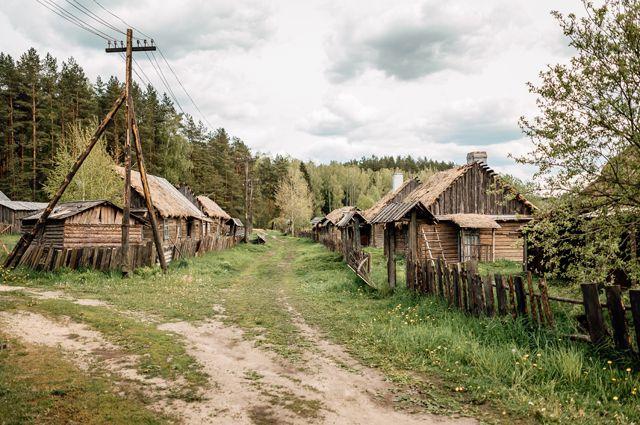 В моём родном селе Отважное закрыли почту. Осталось прикрыть медпункт и школу,  расширить кладбище. И можно ставить точку